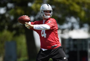 Raiders QB Derek Carr throwing a pass in practice.