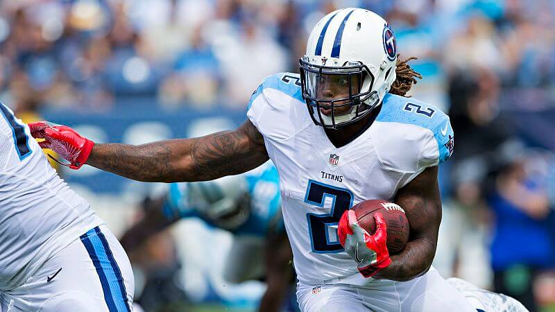 Titans RB Derrick Henry carrying the ball
