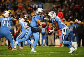 Titans QB Marcus Mariota hands the ball off