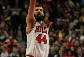Bulls forward Nikola Mirotic at the foul line