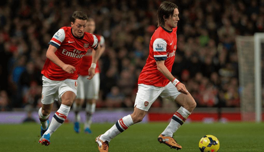 Arsenal move the ball forward.