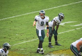 Eagles QB Nick Foles makes a pre-snap adjustment