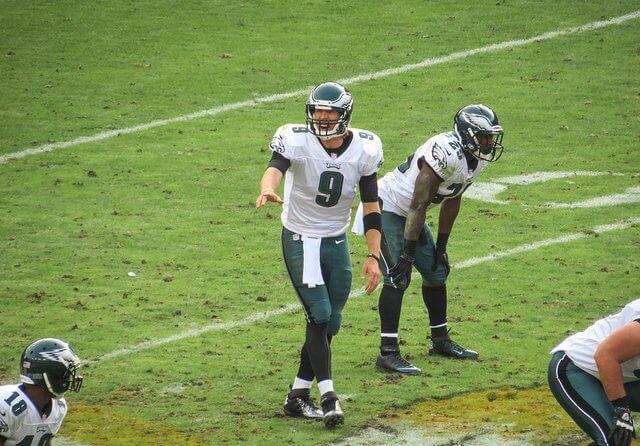 Eagles QB Nick Foles makes a pre-snap adjustment