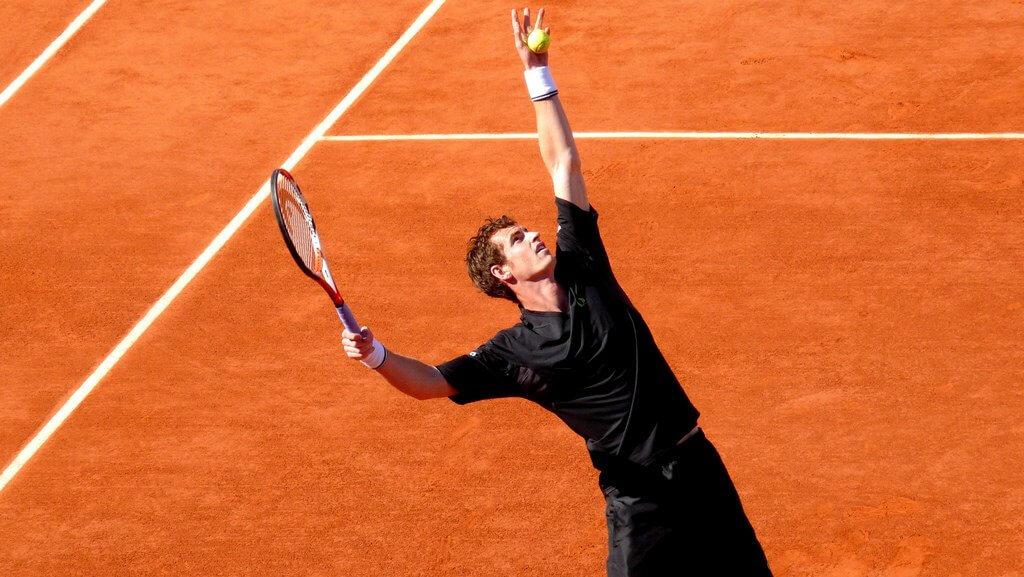 Andy Murray serves, Roland Garros