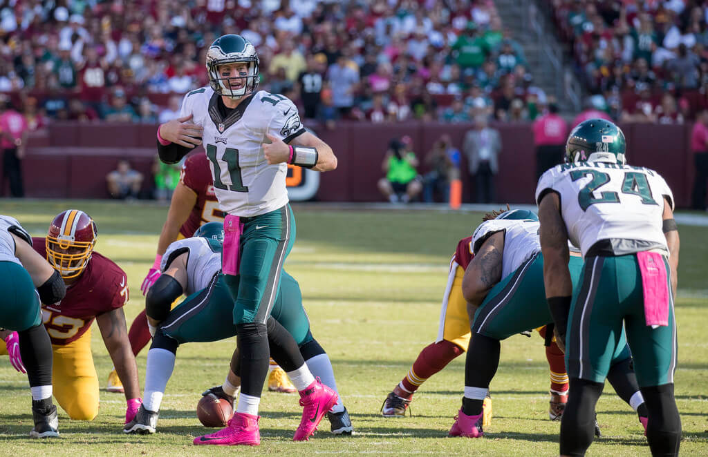 Eagles QB Carson Wentz changing a play at the line