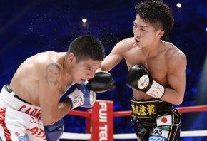 Naoya Inoue lands a heavy right hand on David Carmona