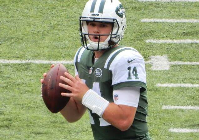 Jets QB Sam Darnold in the pocket.