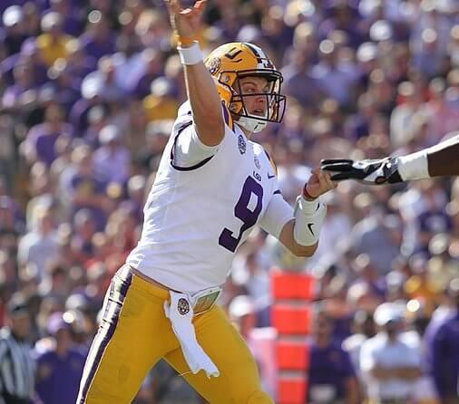 LSU quarterback Joe Burrow throwing a pass
