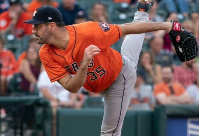 Justin Verlander pitching for the Astros