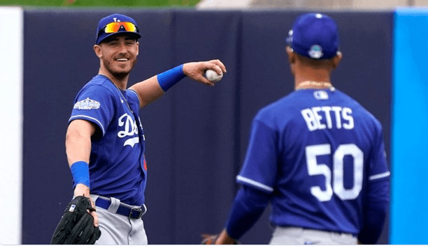 Cody Bellinger and Mookie Betts playing catch